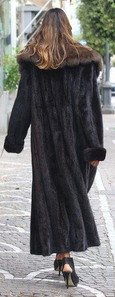 Mink Coats, Mink Fur, Fur Coat, Curvy Girl Fashion, Fur Fashion, Fur Jackets, Fashion Guide, Furs, Girl Style