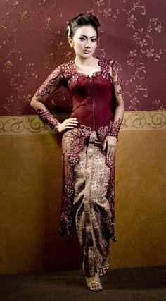 Indonesian Kebaya Vera Kebaya, Kebaya Dress, Modern Kebaya, Indonesian Kebaya, Kebaya Muslim, Thai Dress, Beautiful Costumes, Comfortable Fashion, Traditional Dresses
