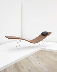 Peter Zumthor for Dietiker AG; chaise lounge, bent mahogany, chrome-plated tubular steel, leather, Switzerland, 2007