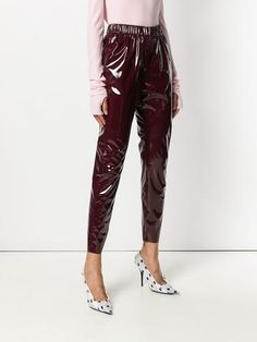 The 2019 PVC clothes fashion trend is here to make your wardrobe sleeker, shinier and more structured than ever. Here, a shopping guide to the 2019 fashion trend PVC clothes. Shiny Leggings, A 17, Msgm, Fashion Outfits, Fashion Trends, Parachute Pants, Luxury Fashion, Shopping, Clothes