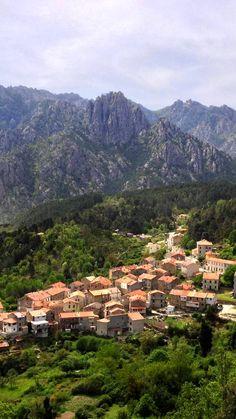 Le village de Ghisoni dans le centre de la Corse... #nature #montagne #relief