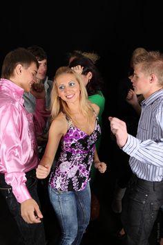I #giovani sono spesso #stigmatizzati perche` #eccedono nel #consumo di alcolici o nell' #uso di #computer e #cellulari o nel praticare #giochi #erotici o #sessuali. I giovani hanno pero` anche bisogno di #leader #ricchi di #virtu` e #capacita` per #crescere #culturalmente ed in modo #sano....