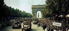 La foule sur les Champs-Elysées, le 26 août 1944, lors de la libération de Paris. Jack Downey (U.S. Office of War Information) via Wikimédia Commons.