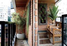Sabe aquela sua varanda ou terraço, tão pequenino que você acha que não dá para fazer nada? Dá sim!     Um pequeno espaço agradável para re...