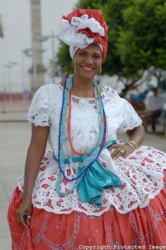 Baiana em traje típico no Pelourinho - Salvador - Bahia Brasil.