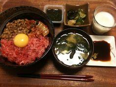 【7/6・夕飯】スタミナ丼(ネギトロ、納豆、キムチ)、酢の物、モズク、みそ汁