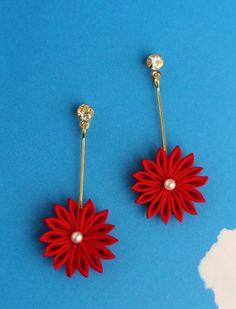夏のお嬢さん ゆらりん小菊のピアス 赤 - 餡蜜優花