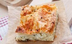 Υπέροχη τυρόπιτα με φύλλο σφολιάτας με 2 διαφορετικά τυριά, φέτα και ανθότυρομε μυρωδάτο δυόσμο για έχτρα γεύση και τέλεια κρέμα με σιμιγδάλι. Μια