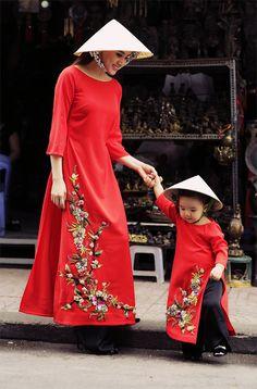 Cherry blossoms #mommyandme #aodai Oriental Fashion, Asian Fashion, Kids Fashion, Vietnamese Clothing, Vietnamese Dress, Vietnamese Traditional Dress, Traditional Dresses, Boho Outfits, Dress Outfits