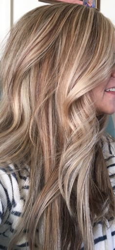 Creamy Blonde and Carmel Red Creamy Blonde and Carmel Red Summer Blonde Hair, Blonde Hair With Roots, Light Blonde Hair, Honey Blonde Hair, Strawberry Blonde Hair, Blonde Hair With Highlights, Carmel Blonde Hair Color, Caramel Blonde Hair, Carmel Hair