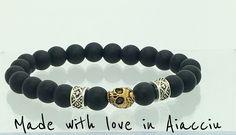 Bracelet homme perles noires agate et skull : Bracelet par made-with-love-in-aiacciu