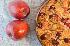 Gâteau-crumble au lait d'amande, pommes et framboises | Le Blog de l'Ornithorynque Chafouin http://lornithorynquechafouin.blogspot.fr/2014/10/gateau-crumble-au-lait-damande-pommes.html