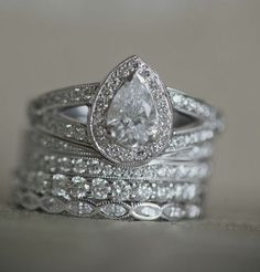 Rocks on rocks on rocks: Engagement Ring Eye Candy - Wedding Party>>BUT WITH AN OVAL DIAMOND