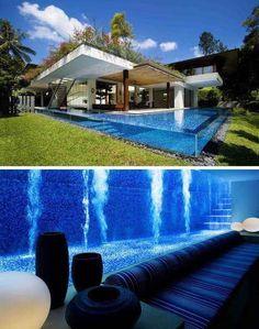 Piscina que vai além da piscina. Decora a casa externamente e também internamente, sendo a parede do porão. Incrível!