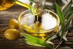 The best olive oil benefits come from extra virgin olive oil. Those olive oil benefits include benefiting your heart and brain. Learn more about olive oil benefits here. Huile Tea Tree, Tea Tree Oil, Cooking With Coconut Oil, Cooking Oil, Greek Cooking, Cooking Bacon, Oven Cooking, Healthy Cooking, Home Remedies