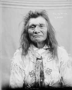 Tin-Te-Mitse - Cayuse - 1900. Photo by Major Lee Moorhouse
