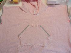 Kängurutasche annähen V Neck, Sweaters, Tops, Fashion, Dress Patterns Women, Baby Sewing, Fabrics, Bathing, Tutorials