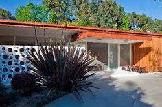Edward H. Fickett Architectural home in the Hollywood Hills. Find Modernist and Mid Century homes for sale or rent in the hills & canyons of Los Angeles. Mid Century House, Mid Century Style, Modern Exterior, Interior And Exterior, Mid Century Exterior, Modern Buildings, Modern Houses, Googie, Retro Home