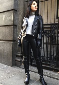 Winter Mode Outfits, Winter Fashion Outfits, Fur Fashion, Leather Fashion, Fashion Trends, Black Leather Gloves, Real Leather, Leather Jacket, Ski Girl