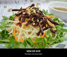 34. Young papaya salad with dried beef http://hoianfoodtour.com/46-ha-noi-dishes-that-are-worth-every-penny/ #papayasalad #dreidbeef #hanoi #vietnam #foodies #streetfood