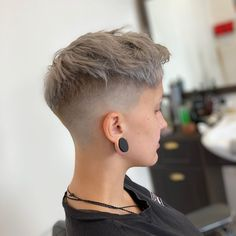 So many short haircuts for thin hair, but can't decide which to wear? A faded chop with textured, longer strands on top will suit your edginess. Little Girl Haircuts, Girls Short Haircuts, Thin Hair Haircuts, Edgy Short Hair, Short Hair Cuts, Short Pixie, Bob Haircut Curly, Fade Haircut, Shaved Hair Cuts