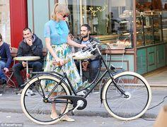 #taylorSwift #Paris #Bicycle