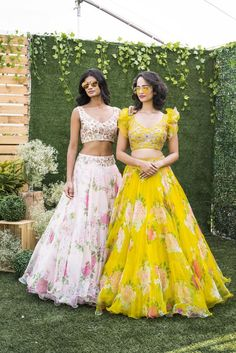Indian Gowns Dresses, Indian Fashion Dresses, Dress Indian Style, Indian Designer Outfits, Indian Wear, Indian Outfits, Indian Clothes, Lehenga Crop Top, Floral Lehenga