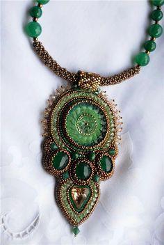 Collar hecho por Natalia Pechenkina