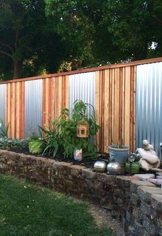 37 Amazing Privacy Fence Ideas and Design for Outdoor Space - Zaun Cheap Privacy Fence, Privacy Fence Designs, Privacy Landscaping, Backyard Privacy, Diy Fence, Backyard Fences, Back Yard Fence Ideas, Landscaping Ideas, Cheap Fence Ideas