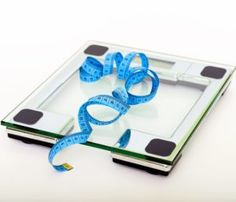 People who do intermittent fasting lose weight easier than others. Learn how to do intermittent fasting to lose weight and be healthy. Weight Loss Tea, Fast Weight Loss, Healthy Weight Loss, Weight Loss Journey, Weight Gain, Body Weight, Losing Weight, Fat Fast, Loose Weight