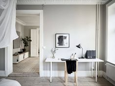 I think the color palette of this home works very well. The walls have all been painted in a greige (grey and beige mixture) but the ceilings are kept white and the flooring has a very light finish which works … Continue reading → Cozy Cottage, Cozy House, Murs Beiges, Ottoman, Dutch House, Scandinavian Apartment, Benjamin Moore Colors, Guest Room Office, Grey And Beige