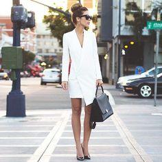 Tendencias: Los vestidos-blazer siguen siendo muy actuales esta temporada otoño-invierno 2017-2018 💙💙 Street Style inspira... 👌👏👏