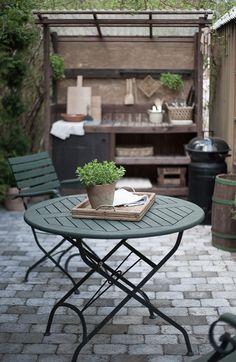 Diagnoosi:sisustusmania: Kesäkeittiö 2018 Outdoor Furniture Sets, Outdoor Decor, Gardening, Kitchen, Table, Home Decor, Cooking, Decoration Home, Room Decor