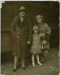 VINTAGE 1922 Mary Pickford, Douglas Fairbanks & Daughter @ Train Station Photo | eBay
