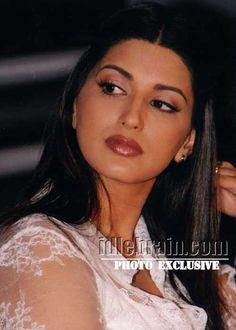 Beautiful Bollywood Actress, Beautiful Indian Actress, Beautiful Lips, Gorgeous Women, Sonali Bendre Hot, World Most Beautiful Woman, Attractive Girls, Photography Poses Women, Sonakshi Sinha