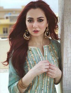 Simple Pakistani Dresses, Pakistani Bridal Dresses, Pakistani Dress Design, Pakistani Outfits, Sleeves Designs For Dresses, Dress Neck Designs, Stylish Dress Designs, Neckline Designs, Blouse Designs