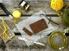 My New Roots: Ecstatic Raw Chocolate. Make your own RAW chocolate bars! Raw Chocolate, Homemade Chocolate, Chocolate Recipes, Chocolate Gifts, Homemade Food, Healthy Desserts, Raw Food Recipes, Dessert Recipes, Drink Recipes