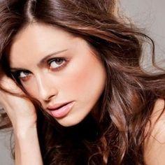 Amra Silajdzic, Model Seksi Bosnia yang Buat Edin Dzeko
