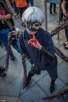 And last but least we have Kaneki Ken from Tokyo Ghoul! Kawaii Cosplay, Cosplay Anime, Epic Cosplay, Male Cosplay, Amazing Cosplay, Cosplay Outfits, Cosplay Girls, Cosplay Ideas, Anime Costumes
