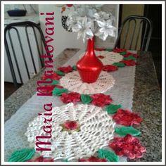 Crochetando com Maria Mantovani: Tapete em S com flores vermelhas...