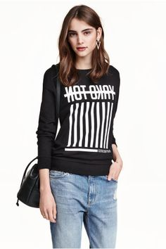 Printed sweatshirt: Long-sleeved top in printed sweatshirt fabric with ribbing at the cuffs and hem.