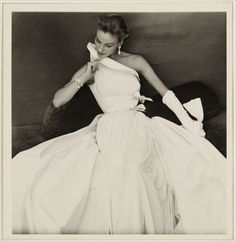 'I wanted to be a sculptor. For me, it's the same thing to work the fabric or the stone' Madame Gres – Madame Grès, La Coutur. Madame Gres, Glamour Vintage, Vintage Beauty, Vintage Outfits, Vintage Clothing, Vintage Dresses, Moda Fashion, 1950s Fashion, Vintage Fashion
