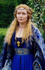 """Elizabeth Woodville - """"In Bed With the Enemy"""" Season Episode 1 Isabel Woodville, Elizabeth Woodville, Tudor Costumes, The White Princess, Wars Of The Roses, Princess Costumes, Period Dramas, Middle Ages, Renaissance"""