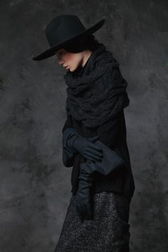 Winter - 2012 - 例外 (this is a beautiful site - this picture is the 3rd button from the bottom.  Love the shapes: hat; gauntlet gloves; cabled stole)