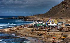Surf en la Playa de El Confital, isla de Gran Canaria