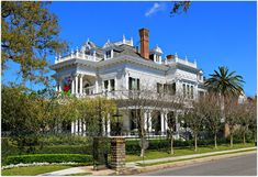 Historic Mansions In New Orleans | St. Charles Ave. in New Orleans, A Trip in Historic Homes and Mansions