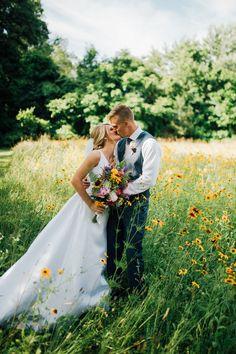 Sunflower wedding rustic | Spring wedding ideas | Sunflower field wedding pictures | Sunflower wedding venue | Sunflower wedding rustic | New Jersey Wedding photographer | Tri-State wedding photographer | Laurel Creative