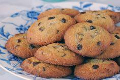 Te explicamos paso a paso, de manera sencilla, la elaboración del postre cookies sin gluten con chips de chocolate. Ingredientes, tiempo de elaboración