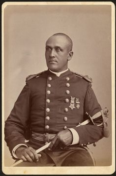 Frank M. Welch - The Massachusetts Volunteer Infantry Regiment Who looks to be wearing a 10 Corps badge, some kind of veterans badge and the Medal of Honor African American History, American Civil War, American Veterans, History Books, World History, War Photography, Civil War Photos, Black History, European History