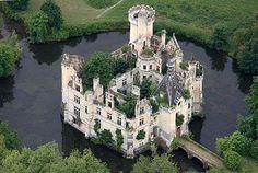Château de la Mothe-Chandeniers, Les Trois-Moutiers, Poitou-Charentes, France.